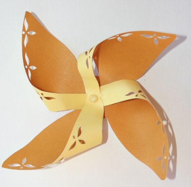 915 - Yellow Pinwheel